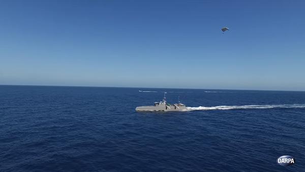 El buque de guerra antisubmarino autónomo de Darpa remolca una carga - Sputnik Mundo