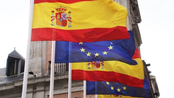Banderas de España y la UE - Sputnik Mundo