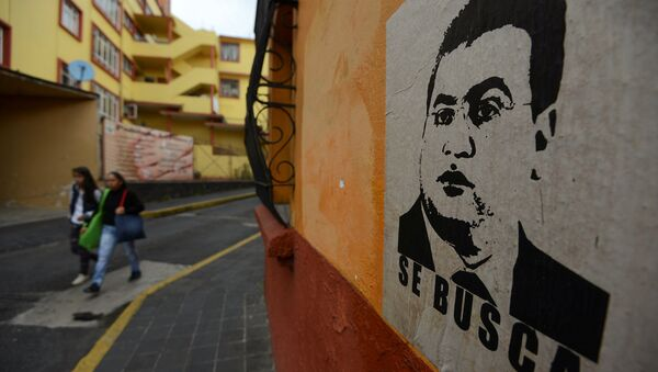 Pancarta con la imagen de Javier Duarte - Sputnik Mundo