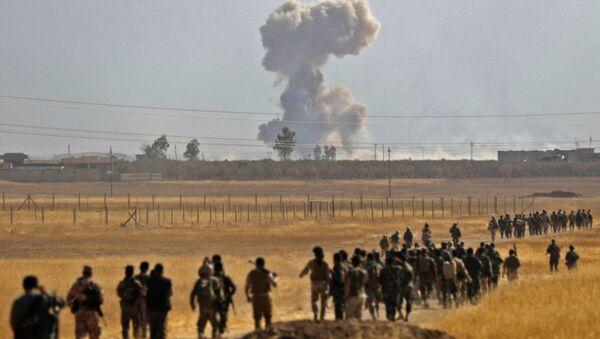 Los soldados kurdos marchan hacia Mosul - Sputnik Mundo
