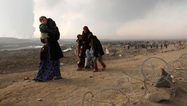 Habitantes desplazados de Mosul - Sputnik Mundo