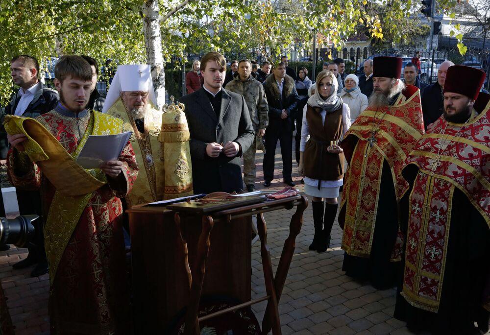 Natalia Poklónskaya acude a la apertura de una capilla en Crimea