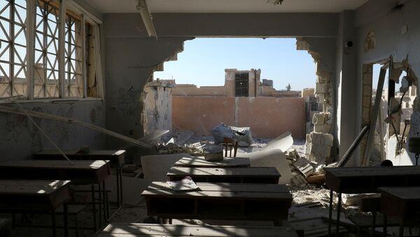 Consecuencias del ataque a una escuela en la provincia siria de Idlib - Sputnik Mundo
