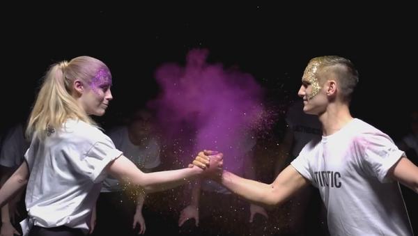 El baile de los anitbióticos, según una de las participantes del concurso Baila Tu Tesis 2016 (captura de pantalla) - Sputnik Mundo