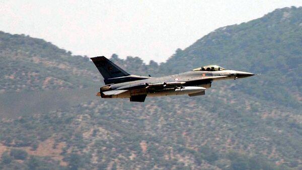 Avión F-16 turco (archivo) - Sputnik Mundo