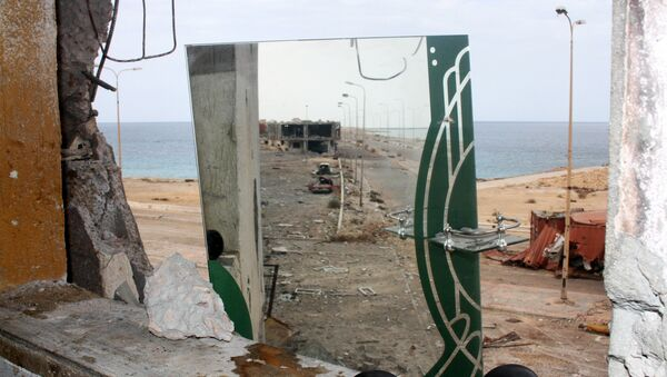 A mirror used by fighters of Libyan forces allied with the U.N.-backed government to watch streets and movements of Islamic State fighters is pictured in Sirte, Libya October 28, 2016. - Sputnik Mundo