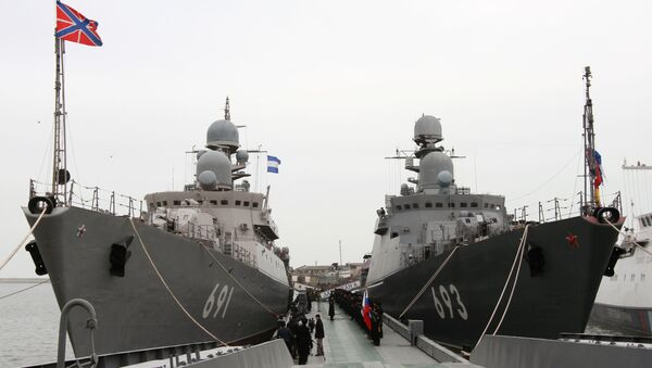 Los buques patrulleros Tatarstán (izda.) y Daguestán - Sputnik Mundo