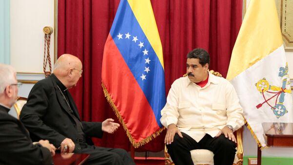 Nicolás Maduro, el presidente de Venezuela y Claudio María Celli, representate de Vaticano - Sputnik Mundo