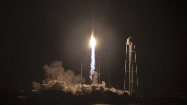 The Orbital ATK Antares rocket launches to deliver a cargo ship for the International Space Station at NASA's Wallops Flight Facility in Virginia - Sputnik Mundo