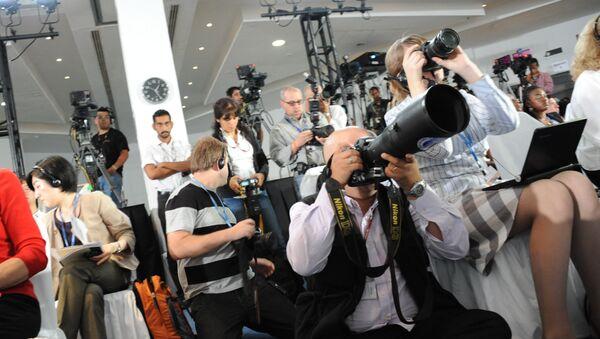 Unos periodistas - Sputnik Mundo