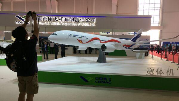 Una maqueta del CR929, el avión de pasajeros de ancho fuselaje ruso-chino - Sputnik Mundo