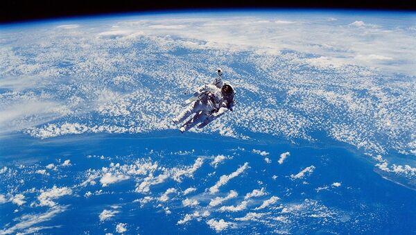 Un astronauta - Sputnik Mundo
