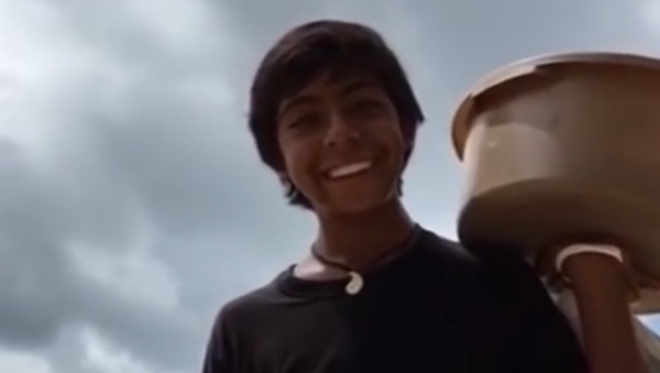 Un joven vendedor de empanadas mexicano - Sputnik Mundo