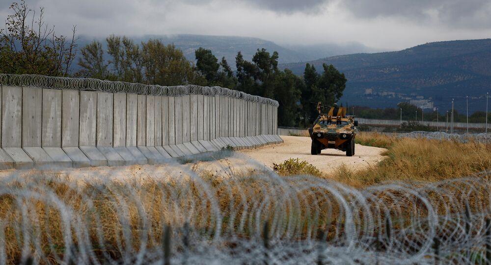 Vehículo blindado turco en la frontera con Siria
