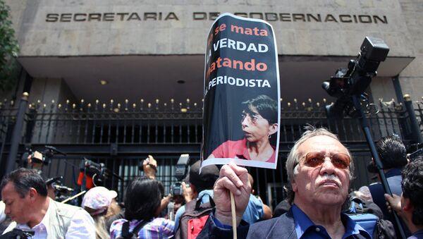 Reporteros mexicanos demandan que expliquen medidas para proteger la vida e integridad de las y los periodistas, 2012 (archivo) - Sputnik Mundo