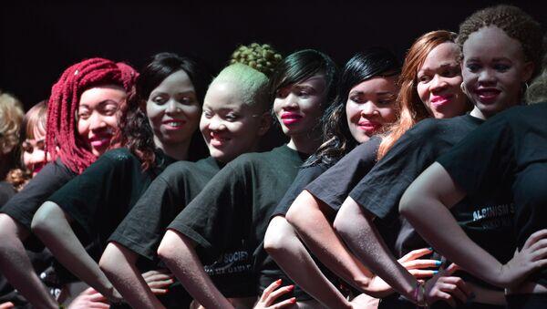 El primer concurso de belleza en la historia de los albinos, en Kenia - Sputnik Mundo