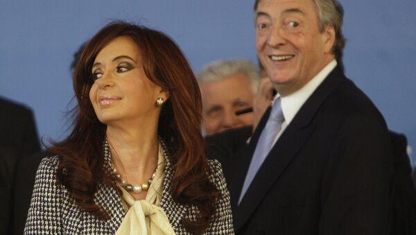 Néstor y Cristina Kirchner - Sputnik Mundo