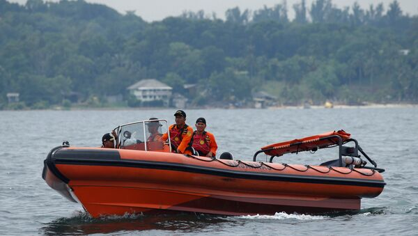 En busca de las víctimas del naufragio en Indonesia - Sputnik Mundo