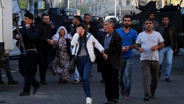 Gente tras la explosión en Turquía - Sputnik Mundo