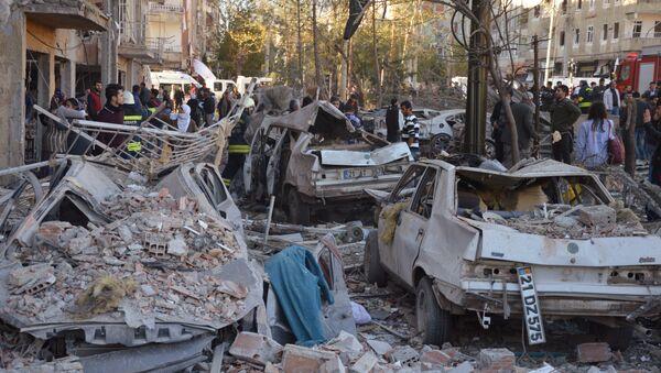 Las consecuencias del atentado en Diyarbakir - Sputnik Mundo