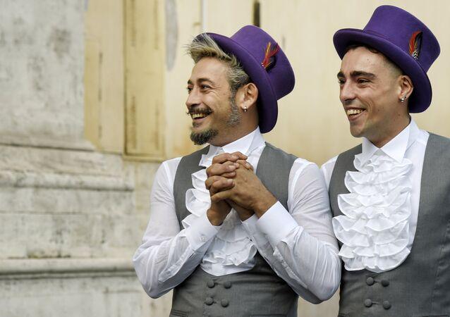 Una pareja homosexual  (archivo)