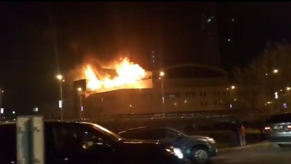 Incendio en centro comercial en Almaty - Sputnik Mundo