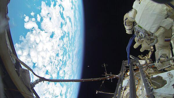 Выход в открытый космос российских космонавтов - Sputnik Mundo