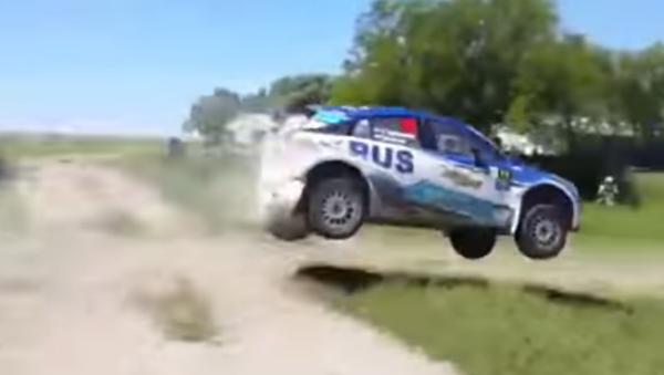 Extenista argentino Nalbandian sufre un aparatoso accidente en un rally - Sputnik Mundo