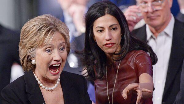 Huma Abedin y Hillary Clinton - Sputnik Mundo