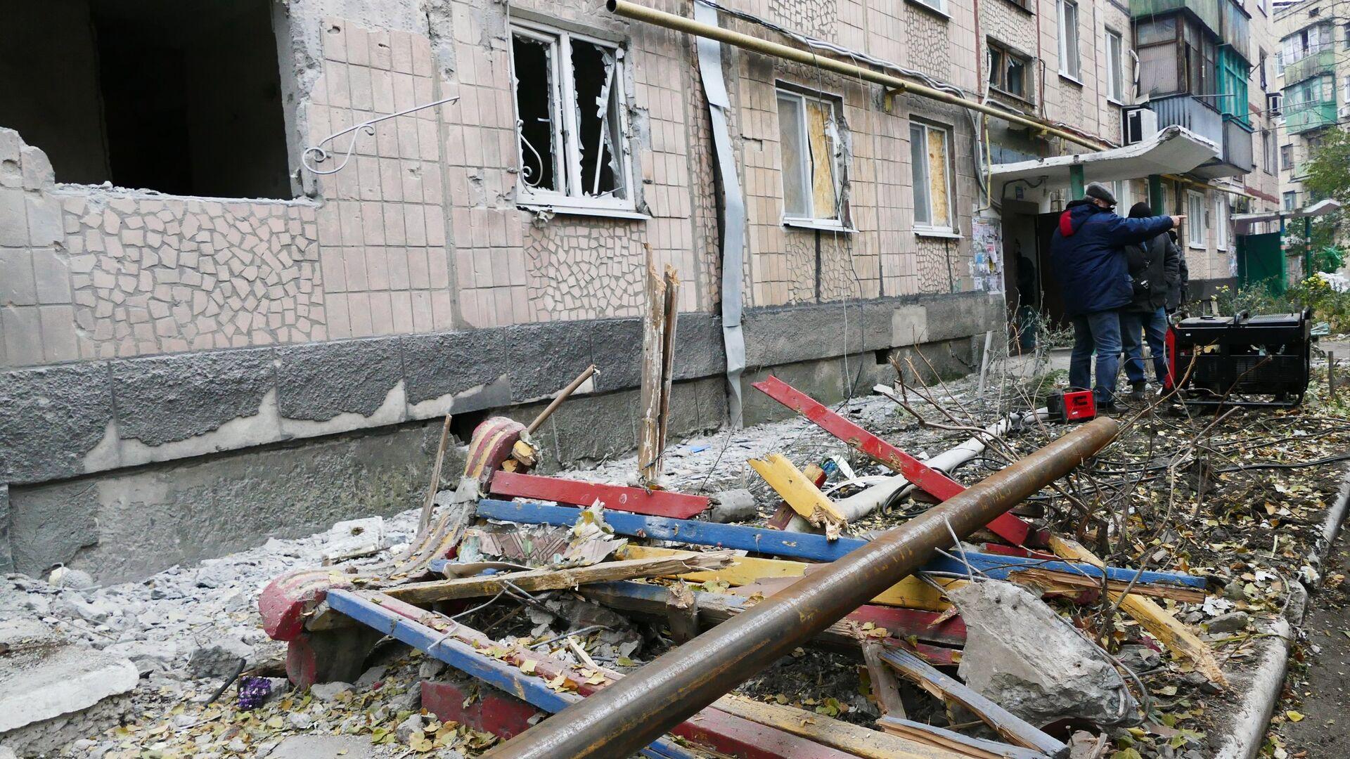 Consecuencias de un bombardeo en Donbás (archivo) - Sputnik Mundo, 1920, 15.04.2021