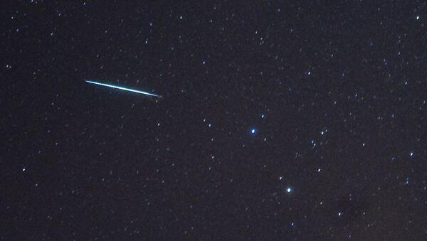 Un meteorito cayendo - Sputnik Mundo