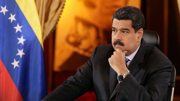 Venezuela's President Nicolas Maduro attends an agreement signing ceremony with representatives of oil companies: Venezuelan Delta Petroleum and India's ONGC Videsh Limited - Sputnik Mundo