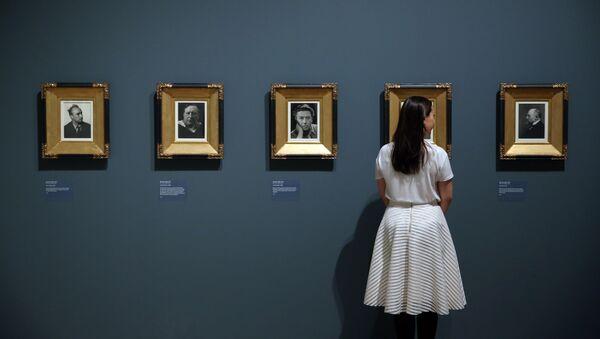 La exposición 'El ojo radical: fotografía modernista de la colección de sir Elton John' - Sputnik Mundo