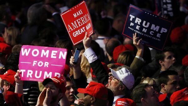 Los partidarios de Donald Trump celebran la victoria del candidato republicano en las elecciones presidenciales de EEUU - Sputnik Mundo