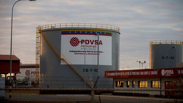 Depósitos de almacenaje de petróleo de Pdvsa (archivo) - Sputnik Mundo