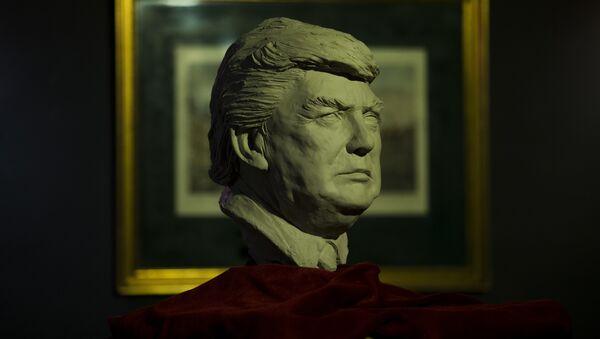 Una estatua de Donald Trump - Sputnik Mundo