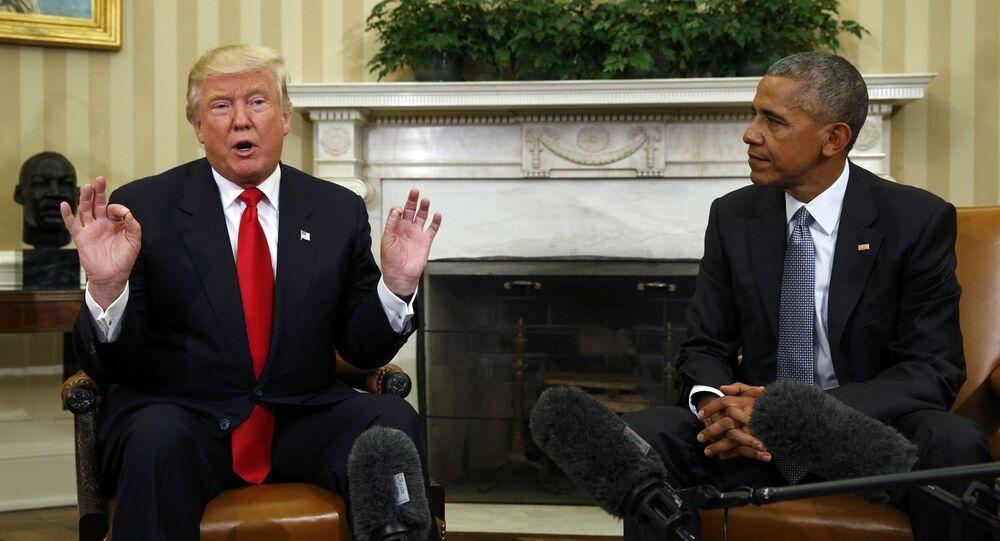 El presidente EEUU, Donald Trump, y su antecesor, Barack Obama