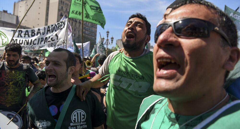 Trabajadores argentinos durante una demonstración (archivo)