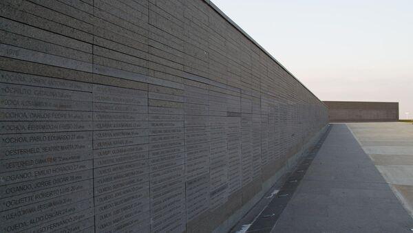 Monumento a las Víctimas del Terrorismo de Estado, con los nombres de los desaparecidos y asesinados durante la dictadura en Argentina (1976-1983) - Sputnik Mundo
