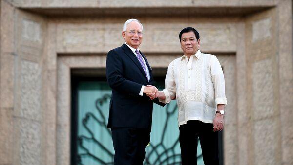 Najib Razak, primer ministro de Malasia y Rodrigo Duterte, presidente de Filipinas, - Sputnik Mundo