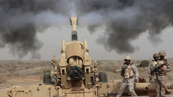 Artillería saudí durante operaciones de combate en la frontera con Yemen (archivo) - Sputnik Mundo