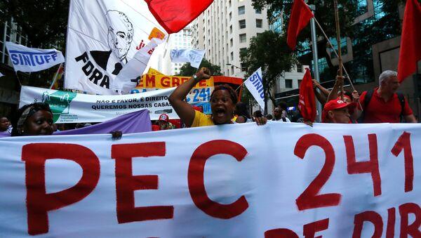 Protesta en Río de Janeiro contra la Propuesta de Enmienda Constitucional 241 - Sputnik Mundo
