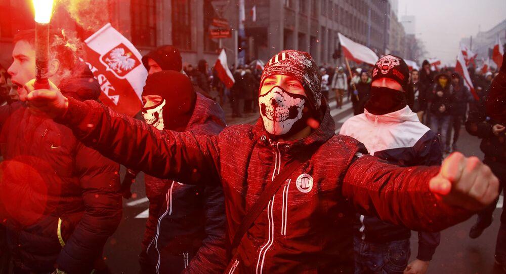 Nacionalistas polacos conmemorando el Día de la Independencia del país