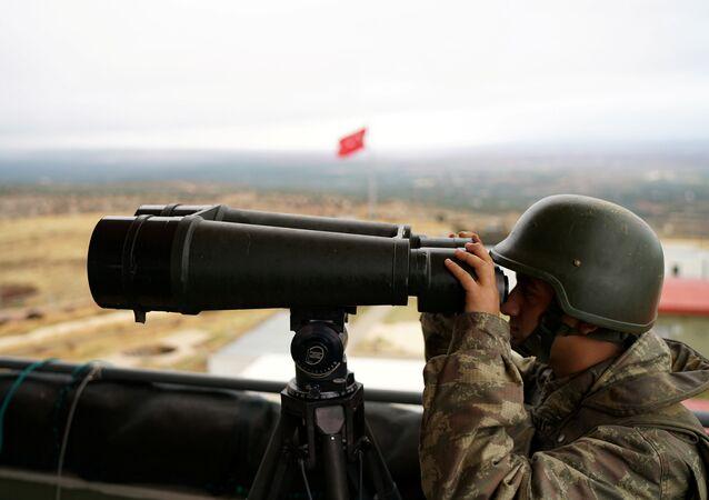 Un soldado turco en la frontera con Siria (archivo)