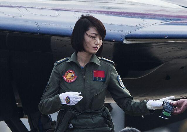La primera mujer en pilotar un caza J-10 se estrella en China