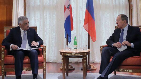 Serguéi Lavrov, canciller ruso, durante un encuentro celebrado en Sochi con su homólogo dominicano Miguel Vargas - Sputnik Mundo