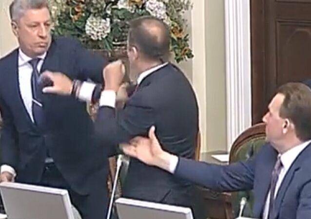 Lucha sin reglas al estilo UFC: nueva pelea en la Rada Suprema de Ucrania