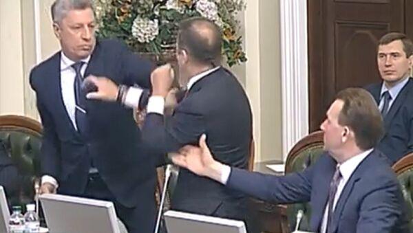 Lucha sin reglas al estilo UFC: nueva pelea en la Rada Suprema de Ucrania - Sputnik Mundo