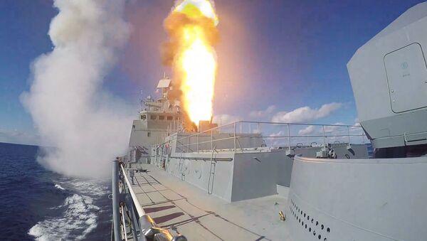 La fragata Almirante Grigoróvich, en acción - Sputnik Mundo