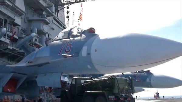 Ofensiva del portaviones Almirante Kuznetsov y la fragata Almirante Grigoróvich en Siria. - Sputnik Mundo